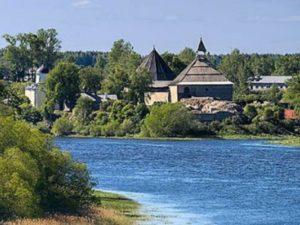 * В Киришах находится ведущий российский центр женского водного поло