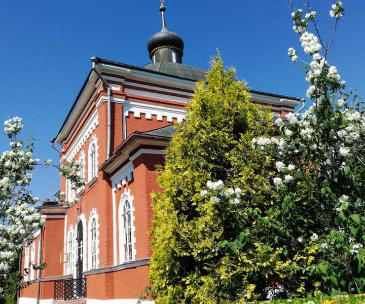 Герб и флаг города Климовск были утверждены в апреле 2008 года.