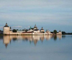 - в Белозёрском монастыре принял постриг в монахи Иван Грозный