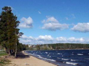 Вокруг города находятся озёра - Синара, Иткуль, Сунгуль и Силач.