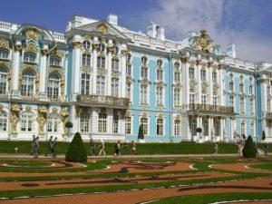 Это царская резиденция Елизаветы Петровны и Екатерины II.