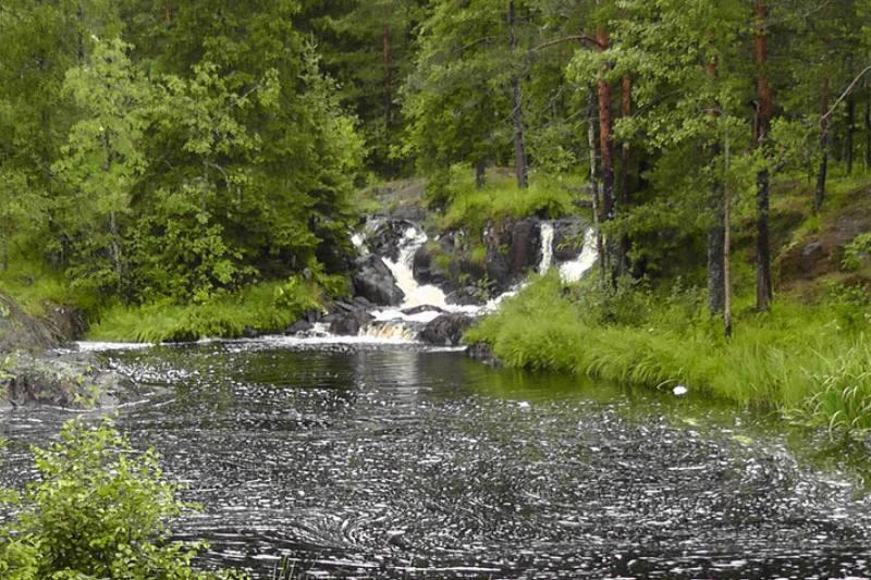 водопады и озеро