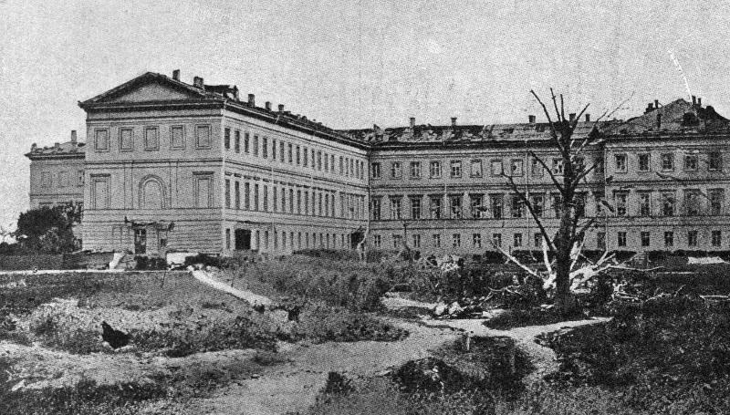 На строительство этого дворца была затрачена огромная по тем временам сумма